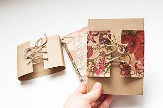 Papiernictvo - Linajkový notes v korzete  (Natur s kvietkovaným korzetom) - 9795406_