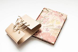 Papiernictvo - Linajkový notes v korzete  (Kvietkovaný s natur korzetom) - 9795407_