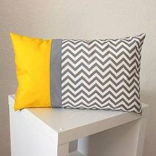 Úžitkový textil - vankúš chevron sivo-žltý 30x50cm - 9798940_