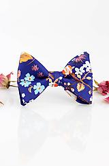 Doplnky - Hodvábny kvetinový motýlik