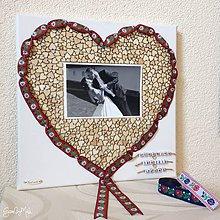 Rámiky - Srdiečkové srdce orámované folk stužkou (červená stužka) - 9798331_