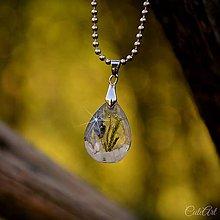 Náhrdelníky - Levanduľový s kamienkami - živicový prívesok - 9796924_