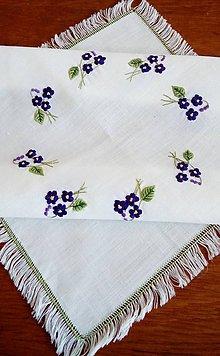 Úžitkový textil - Vyšívaná dečka - fialky - 9798087_