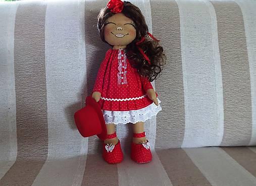 Bábika v červenom