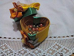 Drobnosti - Darčeková krabička srdiečko z náramkom na želanie - 9798973_