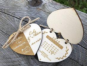 Darčeky pre svadobčanov - Otváracie drevené oznámenie v tvare srdca II. - 9801093_