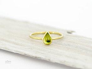 Prstene - 585 / 14k zlatý prsteň s prírodným olivínom - 9802251_