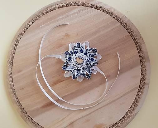 folklórny náramok pre najmenšie družičky bielo-modrý