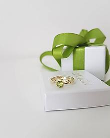 Prstene - Prsteň zo žltého zlata s olivínom - 9802429_