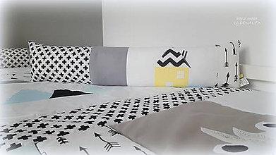 Textil - Podlhovastý vankúš s aplikáciou Domček 23x90cm - 9805374_