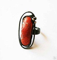 Prstene - Cínovaný (tiffany) prsteň s liečivým minerálom koralom - 9803381_