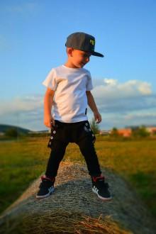 Detské oblečenie - Tepláky čierne traky - RVL - 9806023_