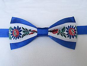 Doplnky - motýlik pánsky FOLK modrý IV. (s modrými kvetmi) - 9809948_