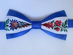 Doplnky - motýlik pánsky FOLK modrý IV. (s červenými a modrými kvetmi) - 9810022_