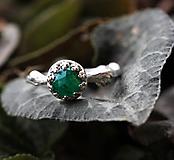Prstene - Vetvičkový strieborný so smaragdom, pro princeznu - 9810476_