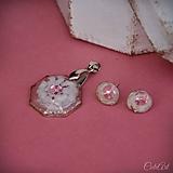 Sady šperkov - Motýľ a rosa - sada prívesku a náušníc v darčekovej krabičke - 9810532_