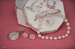 Sady šperkov - Motýľ a rosa - sada prívesku a náušníc v darčekovej krabičke - 9810533_