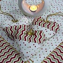Úžitkový textil - Zlato červený chevron a bodky na smotanovej - dekoračné srdiečko 13x13 - 9811462_