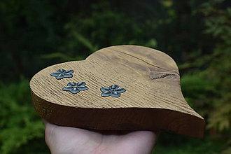Dekorácie - Srdce z dubového dreva - 9813340_