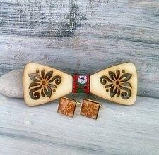 """Doplnky - Drevený motýlik  """"Šťastie"""" (folklórna + gombíky okrúhle živicové) - 9812334_"""
