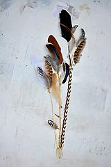 Ozdoby do vlasov - Hippie prírodný hair clip s perím - 9813602_