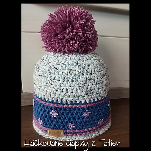 7c7d15e90 Hackovana zimna ciapka s brmbolcom - biela/modrá/fialová / TATRY ...