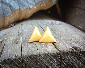 Náušnice - Trojuholníčky 10 mm (žlté) - 9817393_