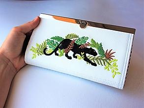 Peňaženky - Rámčeková peňaženka s výšivkou ,,v džungli s Bagírou