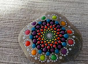 Dekorácie - Svietiaci kvietok - Na kameni maľované - 9815726_