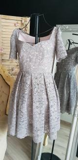 Šaty - Šaty so skladanou sukňou z kvalitnej krajky rôzne farby - 9815411_
