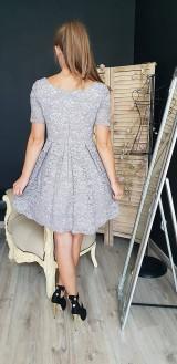 Šaty - Šaty so skladanou sukňou z kvalitnej krajky rôzne farby - 9815412_