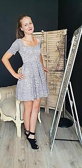 Šaty - Šaty so skladanou sukňou z kvalitnej krajky rôzne farby - 9815430_