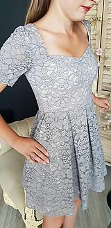Šaty - Šaty so skladanou sukňou z kvalitnej krajky rôzne farby - 9815437_