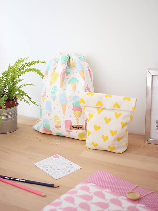 Úžitkový textil - Ušimi desiatové vrecúško so srdiečkami - 9815604_