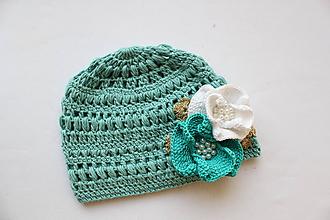 Detské čiapky - Mintová háčkovaná čiapočka s kvietkami - 9817618_