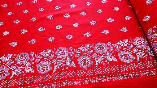 Bavlnená látka -Kvety s lemom na červenom - cena za 10 cm