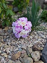 svadobná kytica z ružových a krémových pivónií