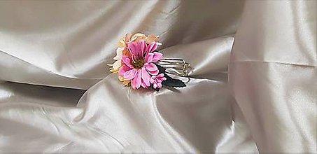 Náramky - Béžovo - fialový kvetinový náramok z margarétok a hortenzií - 9820292_