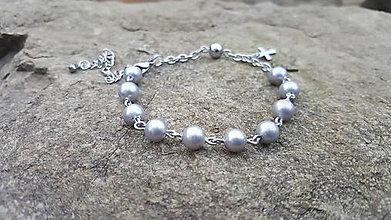 Náramky - Ruženček na ruku z perlí z mušlí (strieborný) - CHIRURGICKÁ OCEĽ - 9822986_