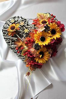 Dekorácie - Jesenné srdce na dvere