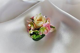 Pierka - Svadobný kvetinový náramok ružový - 9825096_