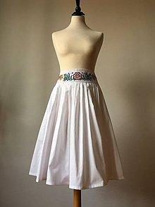 Sukne - sukňa s vyšívaným pásom - 9824696_