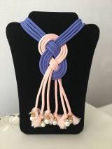 Náhrdelníky - Uzlový náhrdelník s koralkami - 9824404_
