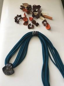 Náhrdelníky - Náhrdelník s mušľou z Benátskeho skla - 9824320_