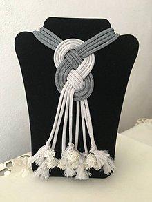Náhrdelníky - Uzlový náhrdelník s kovovými koralkami - 9824500_