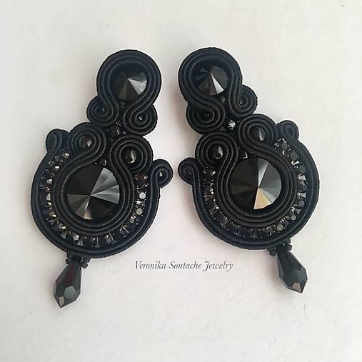 Ručne šité šujtášové náušniče / Soutache earrings  - Swarovski (Petra - čierna)