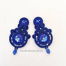 Náušnice - Ručne šité šujtášové náušniče / Soutache earrings  - Swarovski (Eszter - montana modrá) - 9825754_
