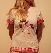 Tričká - Dúhový jednorožec na batikovanom tričku - 9825347_