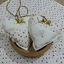 Úžitkový textil - Zlato červené stromčeky a bodky na smotanovej - dekoračné srdiečko 13x13 - 9825433_