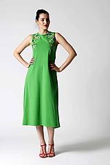 Šaty - Zelené midi šaty s farebnou výšivkou - 9826666_